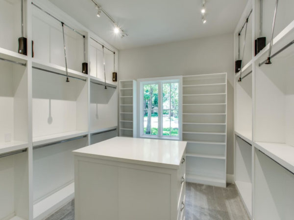 Jamestown Estate Homes - Custom Closets