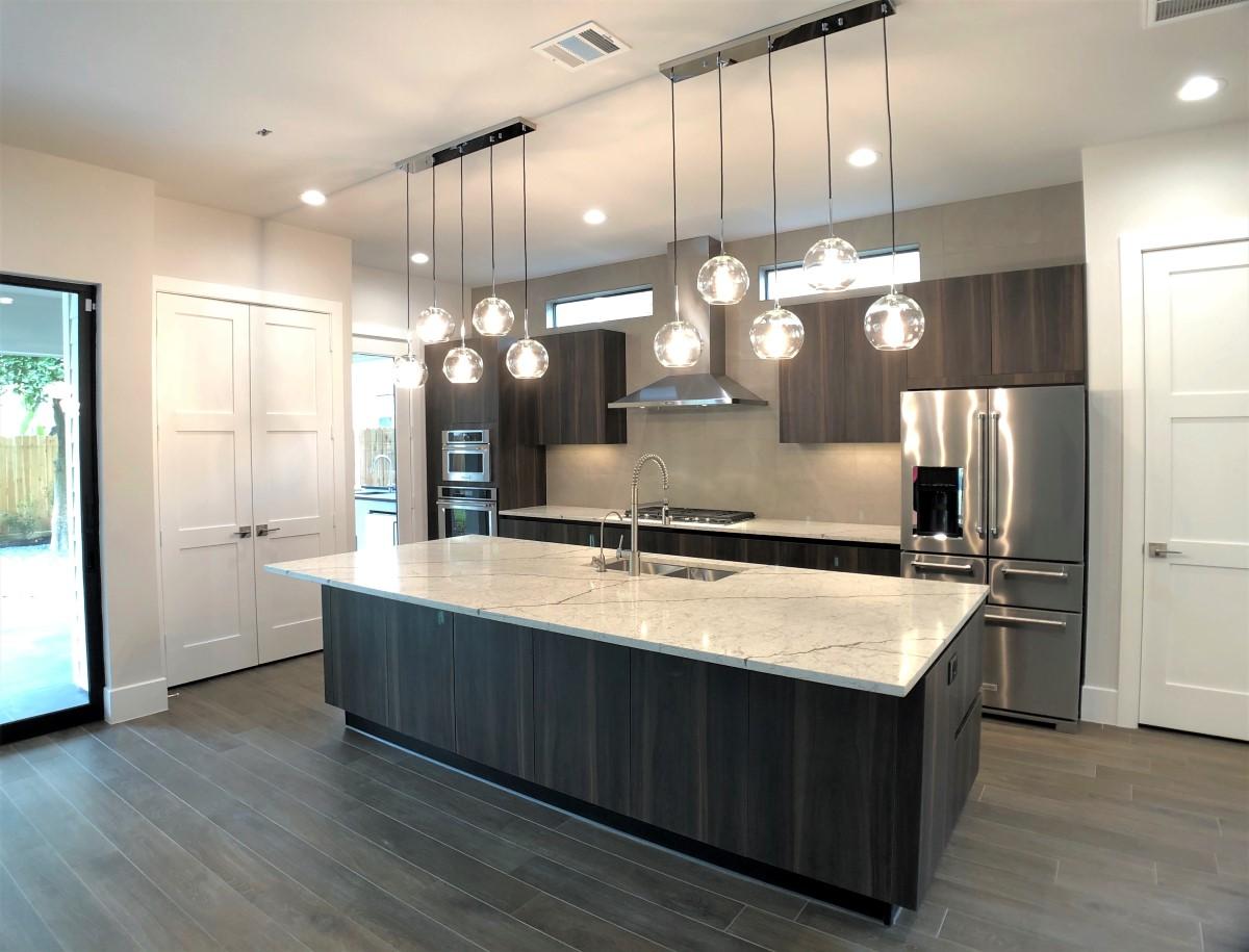 412 E 27th kitchen