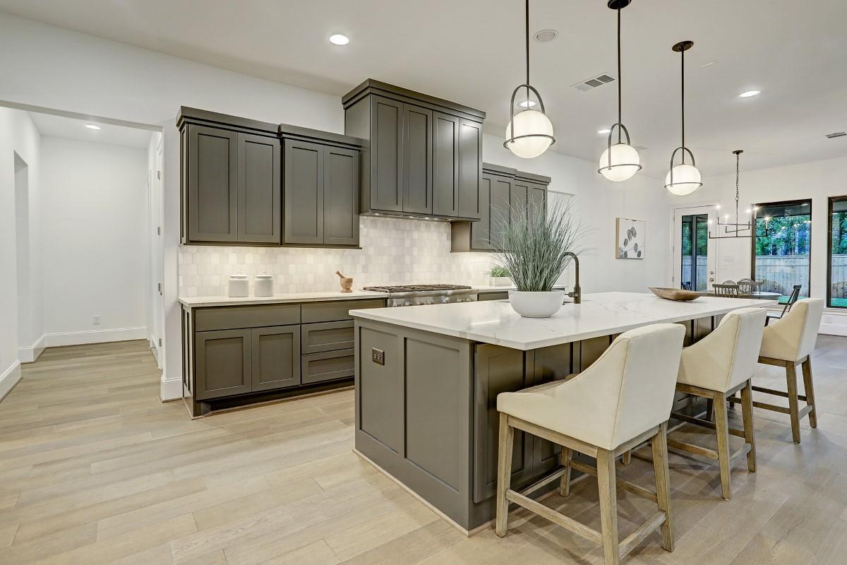 9227 Fox Bend kitchen